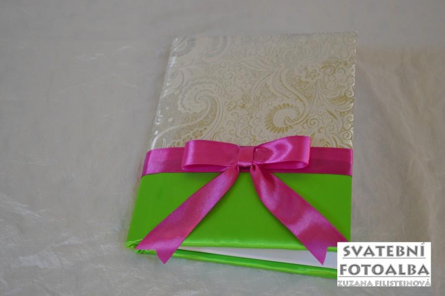 svatební fotoalbum, kniha hostu, svatební deník, polštářek pod prstýnky, klopa na kapesníček, vývazek, podvazek svatební oznámení